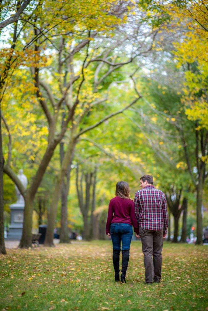 fall engagement photos. red leaves
